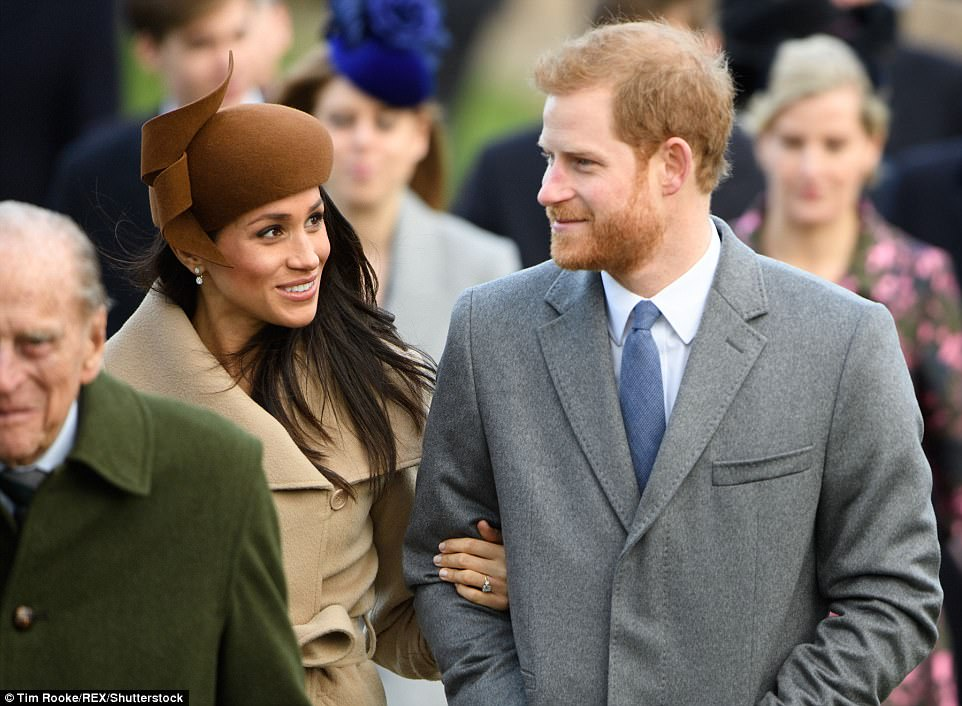 47912DEB00000578 5211253 Meghan Markle pictured right with her fiance Prince Harry walked m 128 1514201977273