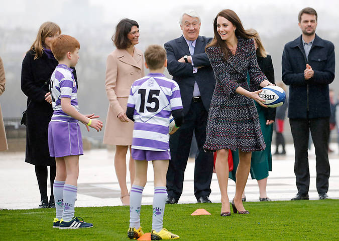 Duchess Kate put her own rugby skills to the test during her royal visit to Paris. Photo (C) GETTY