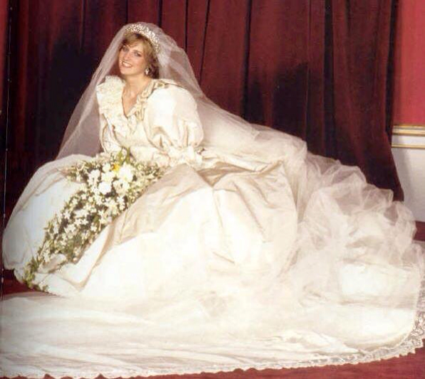 Princess Diana Wedding Day Photo (C) GETTY IMAGES