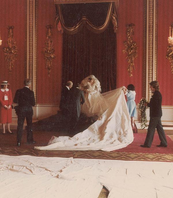 Princess Diana Wedding Day Photo C GETTY IMAGES 0187