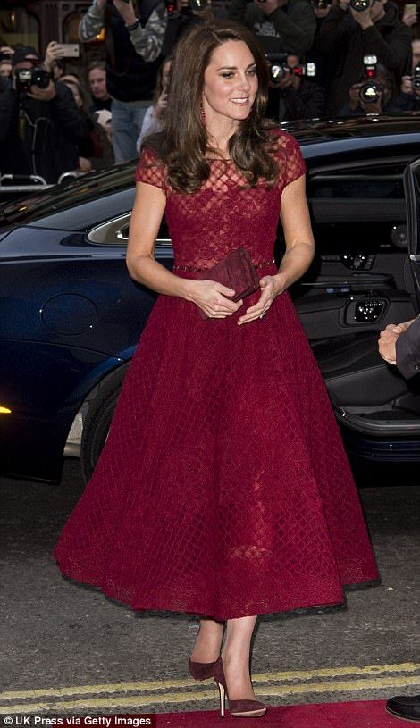 Dressed down Kate Middleton leaves Pippas house after a bridal party