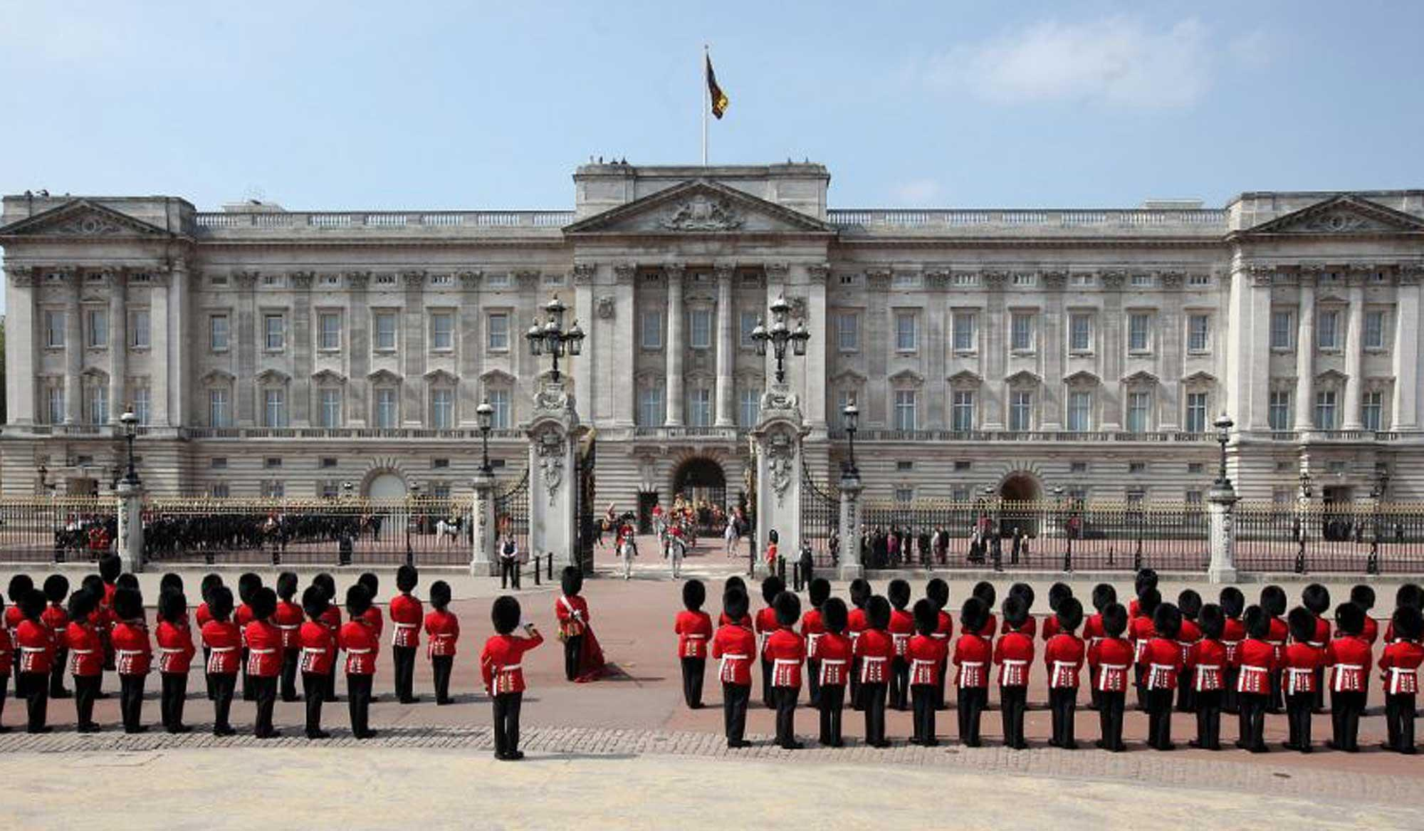 Buckingham Palace Royals in Balcony Photo (C) GETTY IMAGES