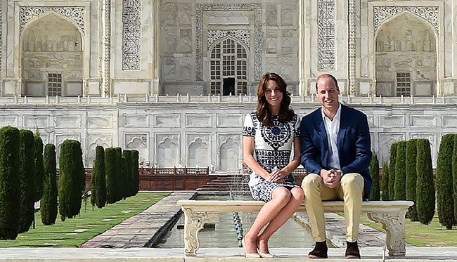 Britain's Prince William, Duke of Cambridge(R)and Catherine, Duchess of Cambridge (L) pose during their visit to The Taj Mahal in Agra on April 16, 2016.  Prince William and his wife Kate arrived at the Taj Mahal, wrapping up their week-long trip to India and Bhutan with a visit that carries poignant echoes for Britain's royal family. / AFP / POOL / MONEY SHARMA        (Photo credit should read MONEY SHARMA/AFP/Getty Images)