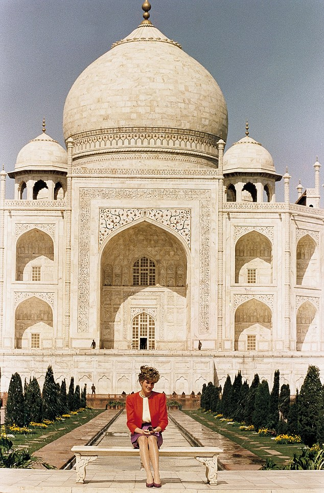 Princess Diana in India Photo (C) GETTY IMAGES