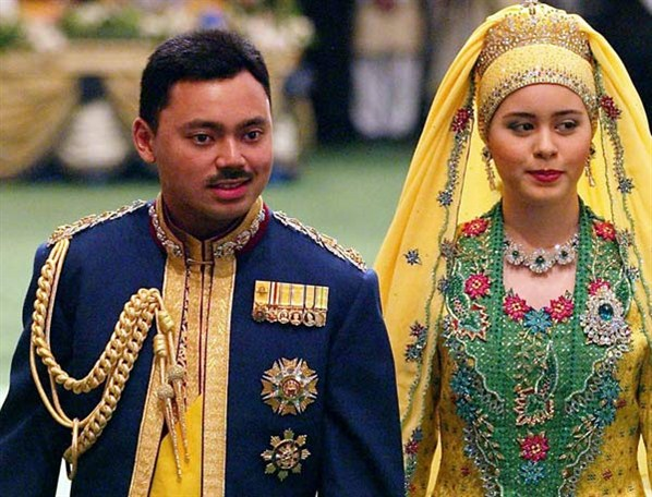 Brunei©s Crown Prince Al-Muhtadee Billah Bolkiah and his wife Dayangku Sarah Pengiran Salleh walks out after their wedding ceremony at Nurul Iman Palace in Bandar Seri Begawan, Brunei on 09 September 2004. Thousands of guests, including 25 heads of state and members of foreign royalty, witnessed on Thursday the lavish wedding of Brunei©s Crown Prince and his teenage bride at the sultanate©s royal palace. EPA/BRUNEI INFORMATION DEPARTMENT