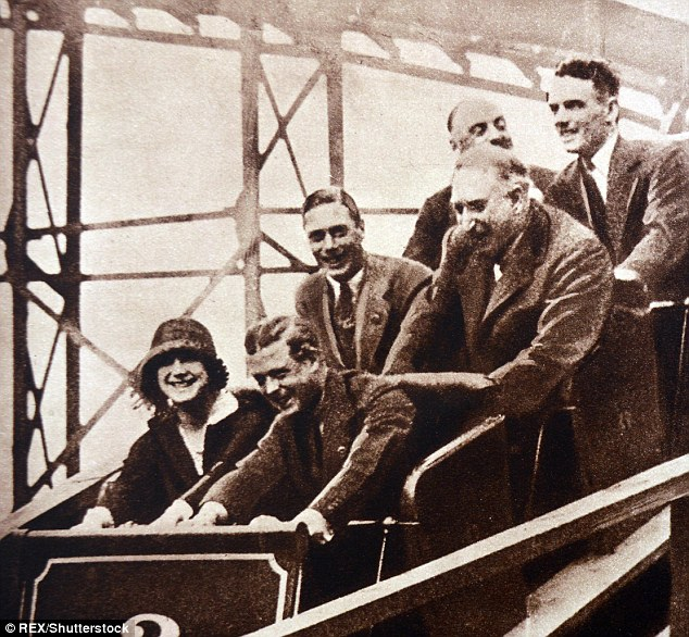 Edward-VIII-front-right-as-Prince-of-Wales-enjoys-a-fairground-ride-together-with-his-sister-in-law-Elizabeth-later-Queen-and-his-brother-Albert-middle-left-later-King-George-VI