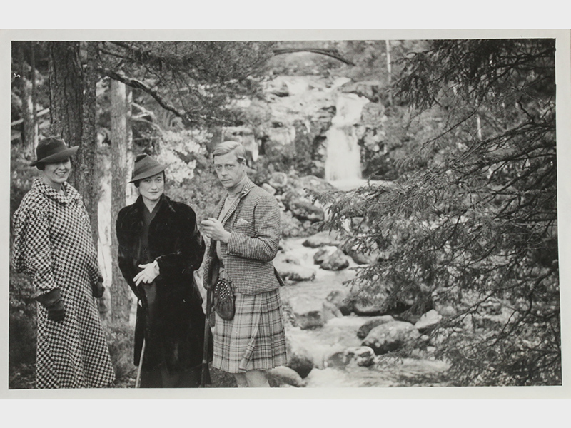 From-left-Katherine-Rogers-Wallis-Simpson-and-Edward-VIII-at-Balmoral-in-1936.-Photo-C-KERRY-TAYLOR-AUCTIONS