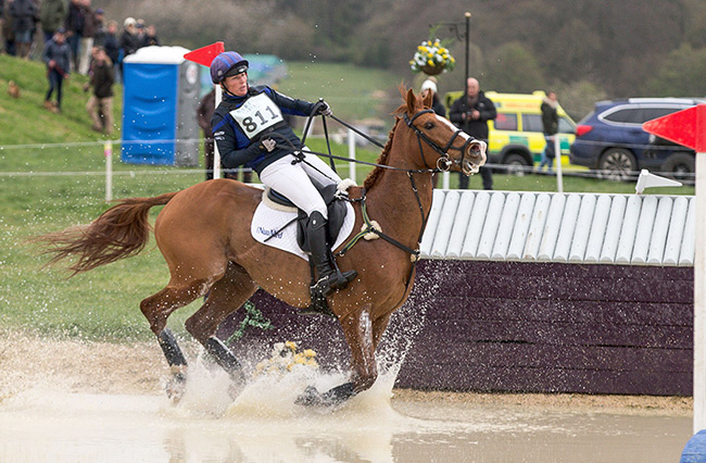 Zara Tindall runs into trouble with her horse at a water jump Photo C GETTY IMAGES