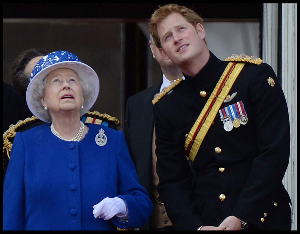 Queen Elizabeth II and Prince Harry Photo (C) GETTY IMAGES