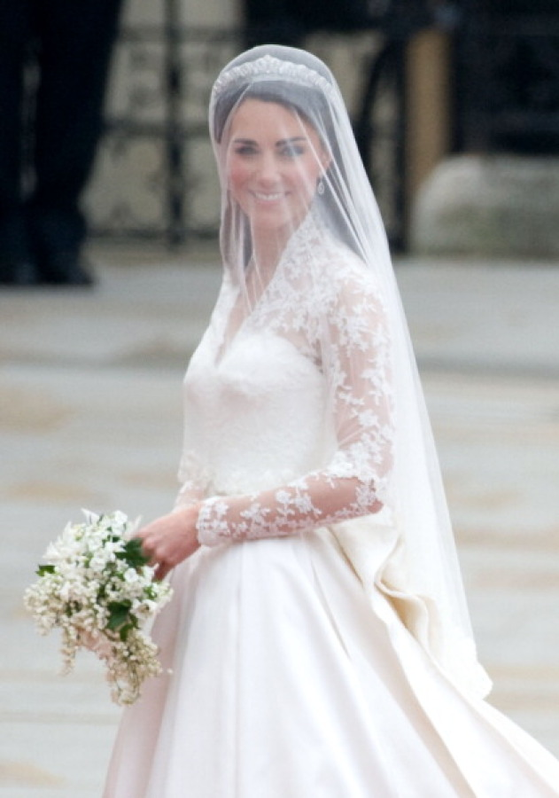 Kate, Duchess of Cambridge, comes out of Westminster Abbey, with her husband Britain's Prince William (not pictured) following their wedding ceremony, in central London, on April 29, 2011. AFP PHOTO / CARL DE SOUZA (Photo credit should read CARL DE SOUZA/AFP/Getty Images)