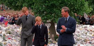 Harry, 12, and William, 15, visit floral tributes to their mother at Kensington Palace with their father. Initially the younger prince couldn't believe his mother Read more: http://www.dailymail.co.uk/femail/article-4555508/Prince-Harry-couldn-t-believe-Diana-died.html#ixzz4iaKDgAKL Follow us: @MailOnline on Twitter | DailyMail on Facebook