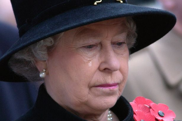 Queen Elizabeth II Crying on Rememberance Day Photo (C) GETTY IMAGES