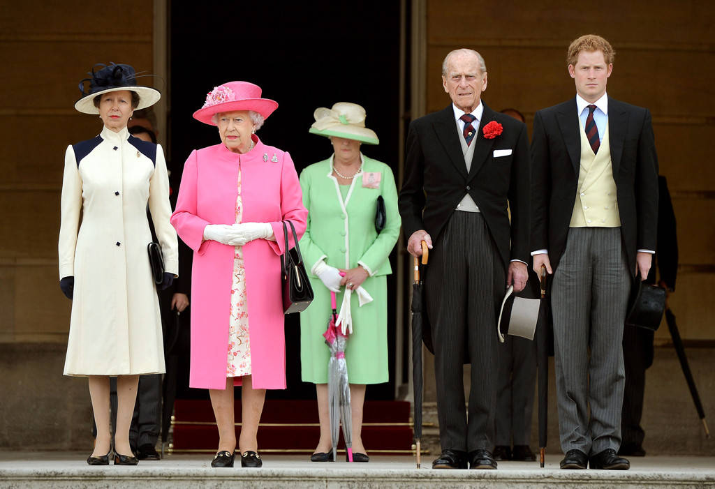 Queen Elizabeth II, Prince Philip, Prince Harry, Princess Anne Photo (C) GETTY IMAGES