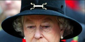 Queen Elizabeth II sheds a tear during the Field of Remembrance Service at Westminster Abbey, London Photo (C) GETTY IMAGES