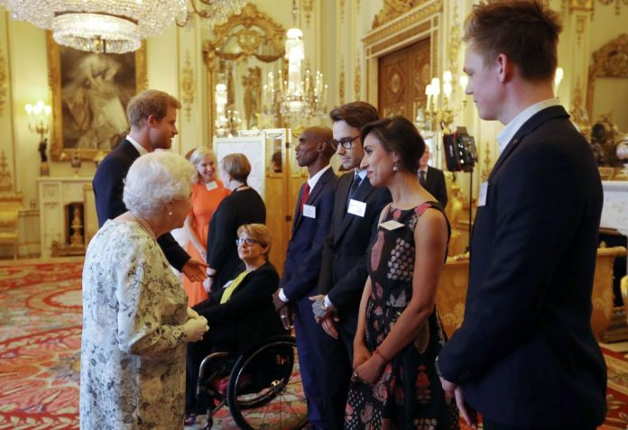 Liam Payne and Mo Farah just got to meet the Queen Photo (C) GETTY IMAGES