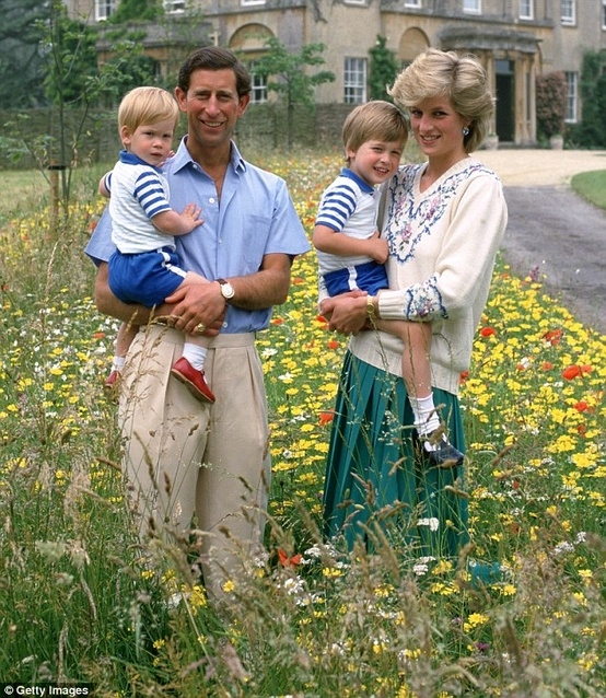 Prince Charles, Prince William, Princess Diana and Prince Harry Photo (C) GETTY IMAGES