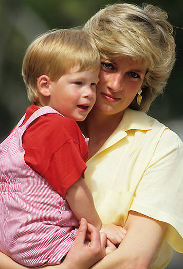 Prince Harry pictured with his late mother Princess Diana Photo (C) GETTY IMAGES