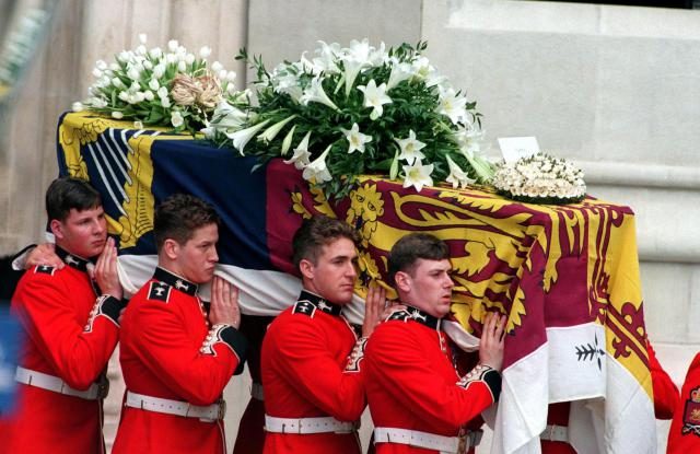 The Princess of Wales' coffin is carried from Westminster Abbey after the funeral service, 6th September 1997. The card on the top is from Princes William and Harry and addressed to 'mummy'. (Photo by Jayne Fincher/Getty Images)