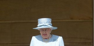 Queen Elizabeth II Photo C AP IMAGES