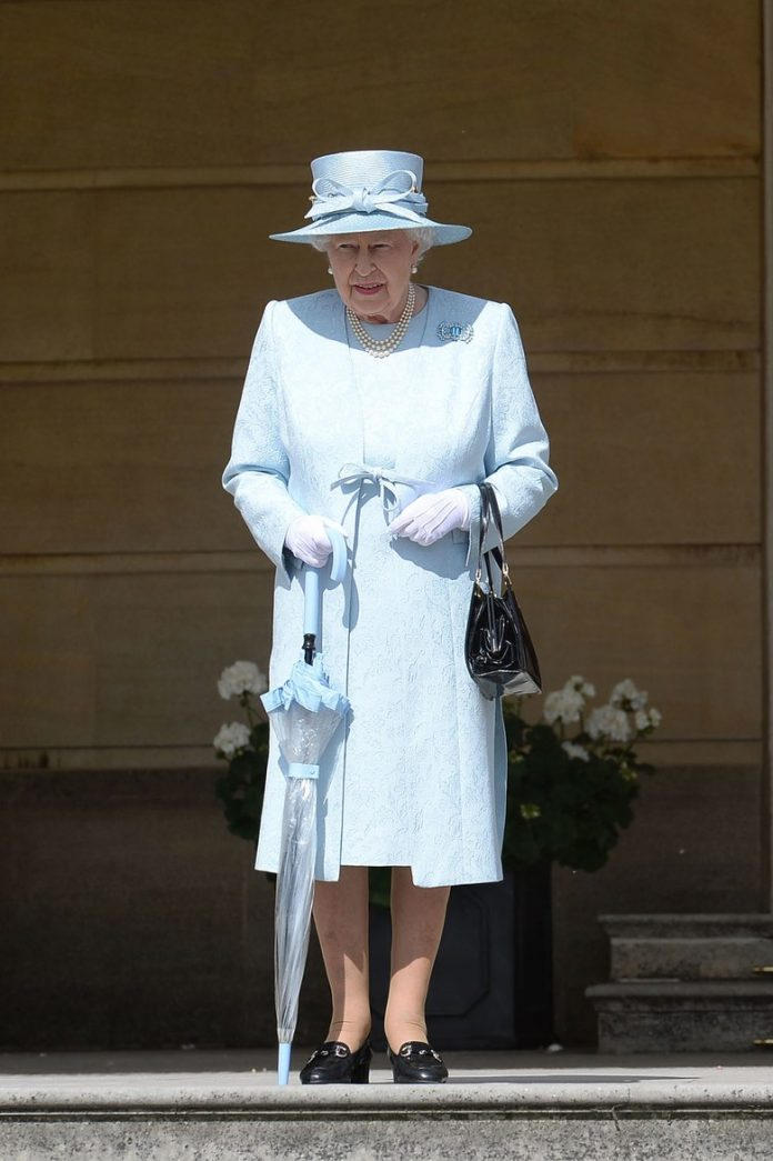 Queen Elizabeth II Photo (C) AP IMAGES