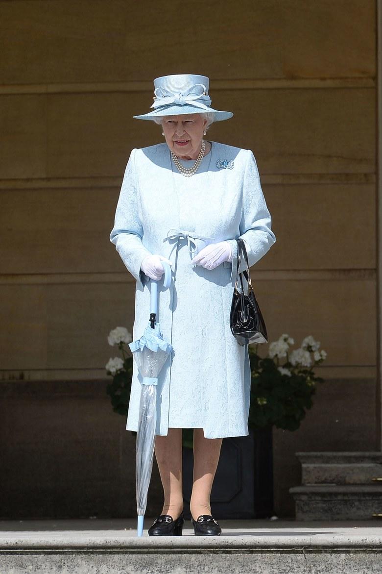 Queen Elizabeth II Photo (C) AP IMAGES