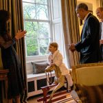 1 President Barack Obama talks with the Duke of Cambridge while the Duchess of Cambridge plays Photo C GETTY IMAGES