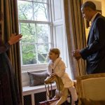 2 President Barack Obama talks with the Duke of Cambridge while the Duchess of Cambridge plays Photo C GETTY IMAGES