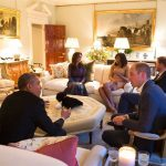 3 President Barack Obama talks with the Duke of Cambridge while the Duchess of Cambridge plays Photo C GETTY IMAGES