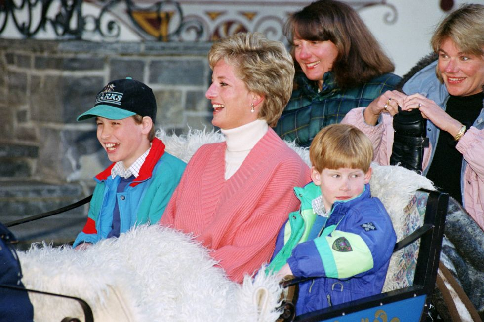 Prince William Prince Harry and Princess Diana Photo C GETTY IMAGES