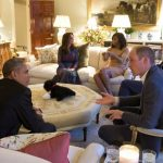 4 President Barack Obama talks with the Duke of Cambridge while the Duchess of Cambridge plays Photo C GETTY IMAGES