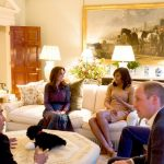 5 President Barack Obama talks with the Duke of Cambridge while the Duchess of Cambridge plays Photo C GETTY IMAGES
