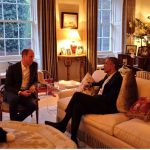 9 President Barack Obama talks with the Duke of Cambridge while the Duchess of Cambridge plays Photo C GETTY IMAGES