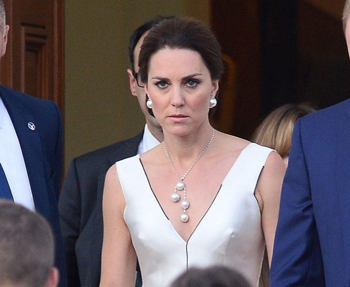 Kate Middleton, Duchess of Cambridge and Prince William leave their residence in Warsaw, Poland Photo (C) SplashNews