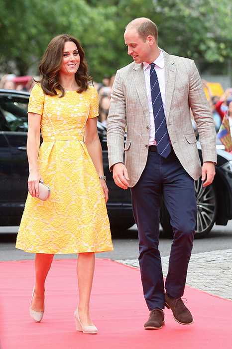 Kate wore sunshine yellow on the fourth day of the royal tour Photo (C) GETTY IMAGES