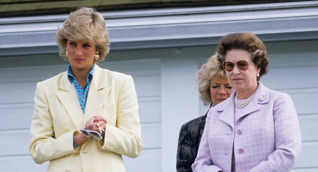 WINDSOR, UNITED KINGDOM - MAY 31: Queen Elizabeth II (R) and Diana Princess of Wales watching Prince Charles playing in a polo match at Guards Polo Club, Smiths Lawn on May 31, 1987 in Windsor Great Park, Berkshire. (Photo by Georges De Keerle/Getty Images)