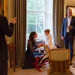 President Barack Obama talks with the Duke of Cambridge while the Duchess of Cambridge plays Photo C GETTY IMAGES