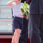 Prince George appeared tired after his plane journey Photo C GETTY IMAGES