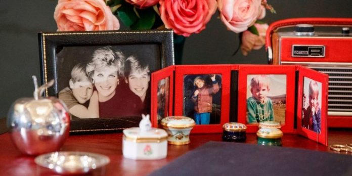 Prince William and Harry Recreated Diana's Desk in Her Honor, and It's Full of Personal Photos Photo (C) GETTY IMAGES
