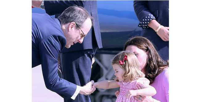 Princess Charlotte Handshake Photo (C) GETTY IMAGES