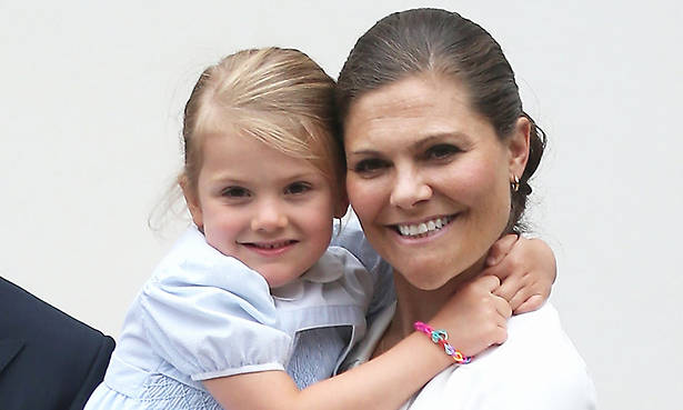 Princess Estelle 'cooks' for mum Princess Victoria watch the funny video Photo (C) GETTY IMAGES