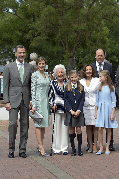 MADRID, SPAIN - MAY 17: (L-R) King Felipe VI of Spain, Queen Letizia of Spain, Menchu del Valle, Princess Sofia of Spain, Paloma Rocasolano, Konstantin of Bulgari and Princess Leonor of Spain pose for photographers before the First Communion of Princess Sofia of Spain at the Asuncion de Nuestra Senora Church on May 17, 2017 in Madrid, Spain. (Photo by Fotonoticias/WireImage)