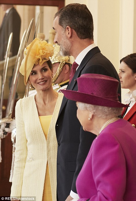 Standing at 6ft 6in, the Spanish monarch dwarfed the 91-year-old Queen who stands at just 5ft 4in