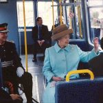 The Queen travelling on the Metro Photo C GETTY IMAGES