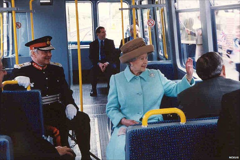 The Queen travelling on the Metro Photo (C) GETTY IMAGES