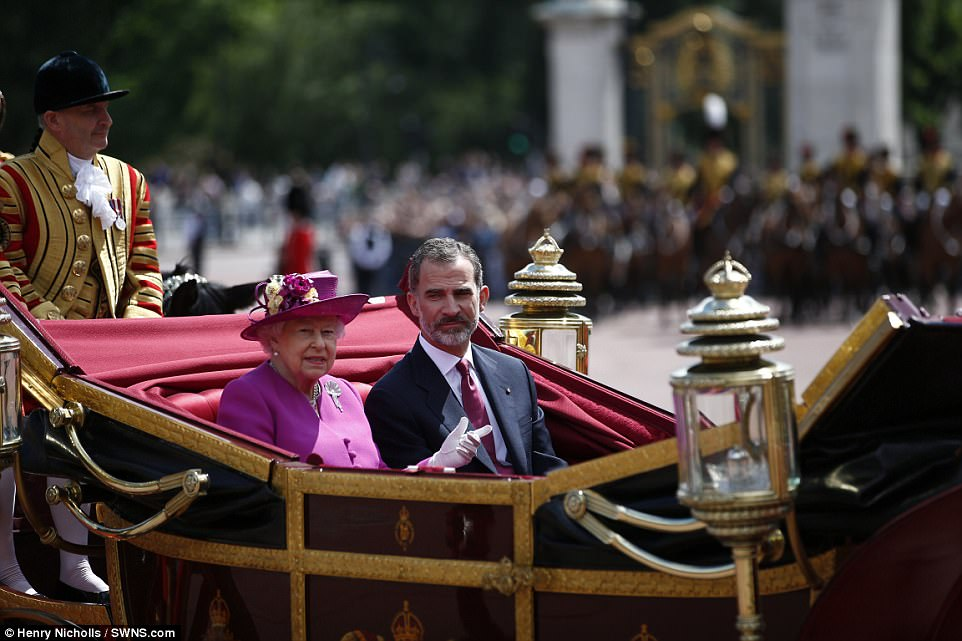 The Queen was joined by King Felipe VI in a state carriage as the Royal procession made their way from Horse Guards Parade to Buckingham Palace