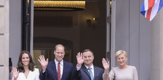 Wave for the camera Prince William and the Duchess of Cambridge pose for a photo with President of Poland Andrzej Duda and the first Lady Agata Kornhauser Duda