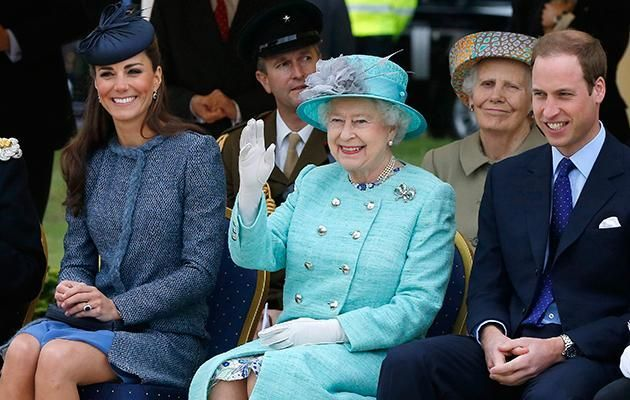 Prince William took his time introducing Kate to his granny Photo (C) GETTY IMAGES
