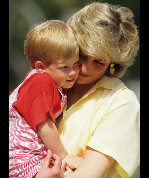 Diana, Princess of Wales with Prince Harry on holiday in Majorca, Spain. August 10, 1987 Photo (C) GETTY