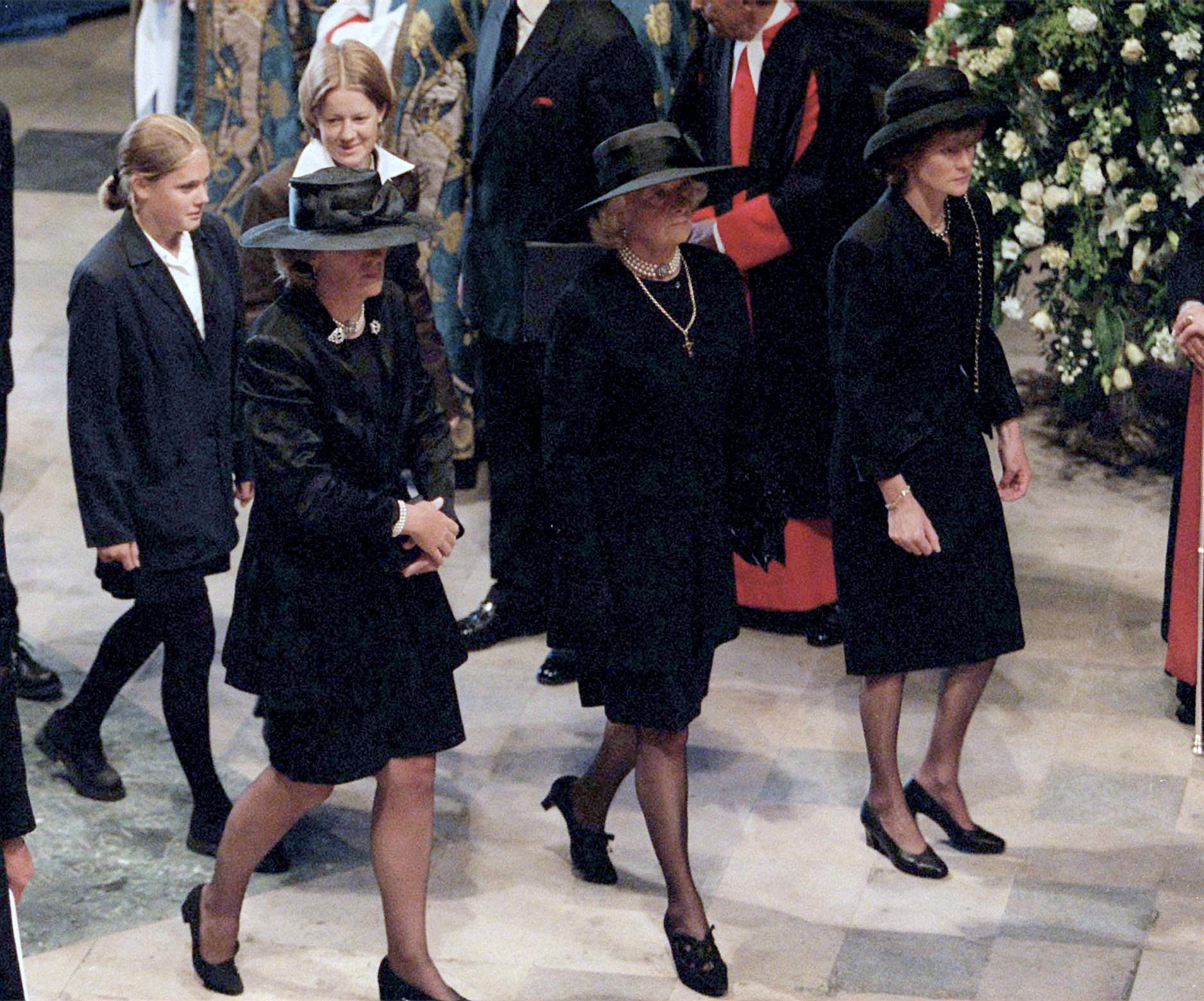 LONDON, UNITED KINGDOM - SEPTEMBER 06:  The Funeral Of Diana, Princess Of Wales, At Westminster Abbey In London.  (l To R) Jane Fellowes, Mrs Frances Shand-kydd And Lady Sarah Mccorquodale.  Behind Them Are Eleanor And Laura Fellowes.  (Photo by Tim Graham Picture Library/Getty Images)