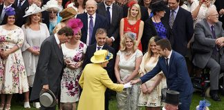 Many people prefer to observe 'the traditional forms' of etiquette when meeting the Queen Photo (C) GETTY IMAGES